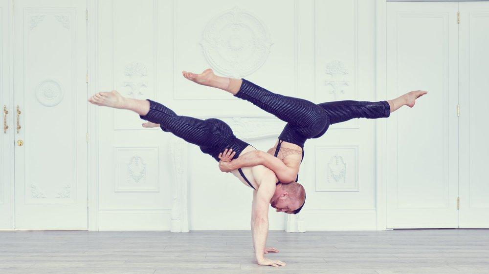 duo handbalancing