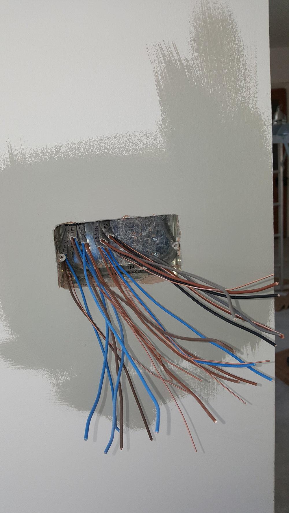 PM lotta wires.jpg