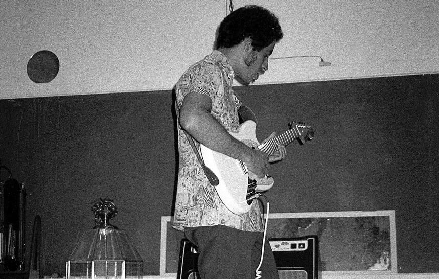 Edwin Agustin Hernandez performing at the Resurgence exhibition at APIARY ROOM (2018). Image courtesy of Olga S. Nazarenko.
