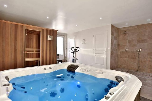 After a long day of lounging by the pool, visiting local markets or wine tasting at local vineyards there's nothing better than relaxing and unwinding in our hot tub & sauna #relaxation #holiday #france #jacuzzi #sauna