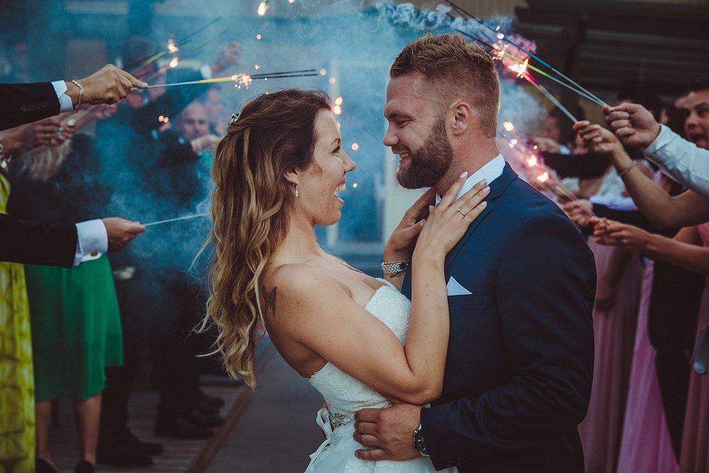 bryllupsfotografering_bryllupsfotograf_fatmonkeyfoto_©Ann-sissel-holthe_Bildet får IKKE brukes av andre enn fotografen_fotograf_fatmonkey_bærumsverk__1995.jpg