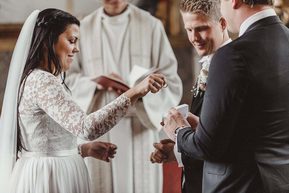 bryllupsfotografering-drobak_laavebryllup_bryllupsfotograf_weddinghotographer_©Ann-sissel-holthe_0106.jpg