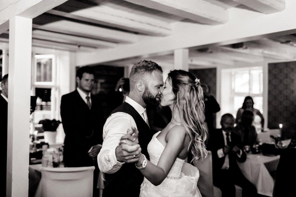 094_weddingphotographer_Bryllupsfotografering_Bryllupsbilder_fatmonkeyfoto_Bryllupsfotograf.jpg
