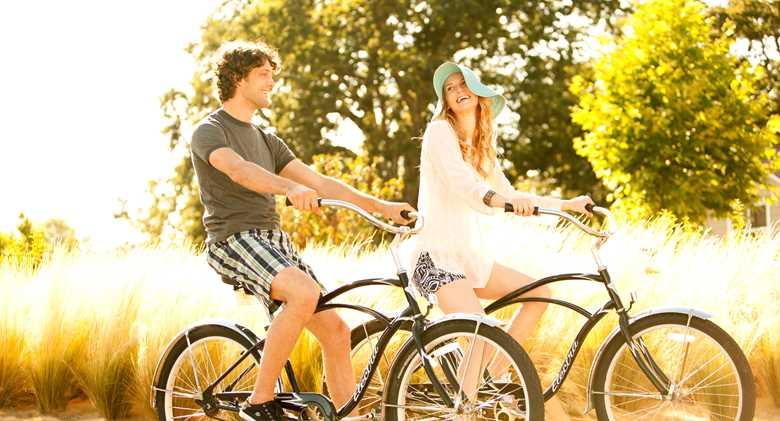 Napa_Dest_coupleridingbikes.jpeg