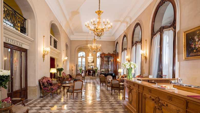 paris-france_hotel-regina_lobby2.jpeg