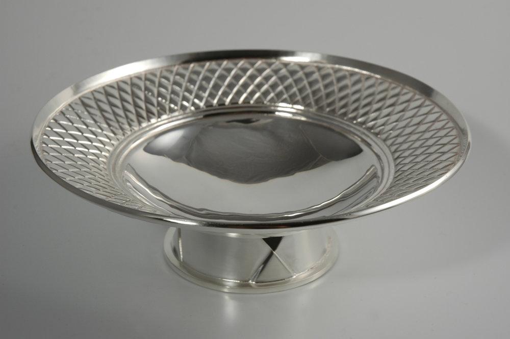 Round footed dish.jpg