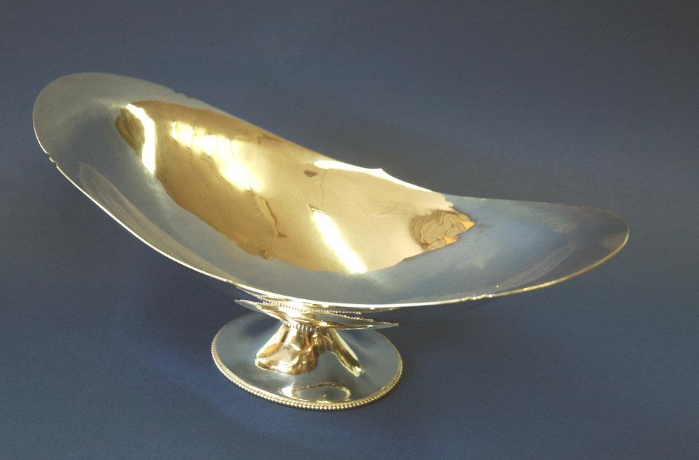 Oval Dish on base.jpg