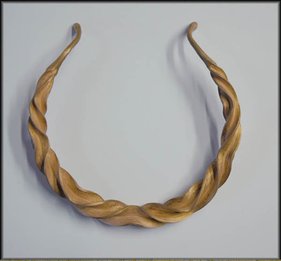 Reverse twisted flanged torc