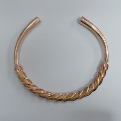 Flanged torc neck piwce