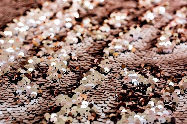 Just look at the #quality of our #sequin #backdrops! 🧡