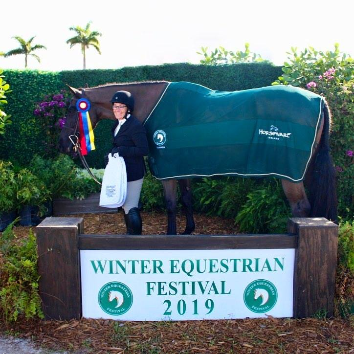 Congratulations to Penelope Ayers and Kings Road! Champion of Week 4 Marshall & Sterling Insurance Older Adult Amateur Hunter Sec. B.  📸 Elizabeth MacWilliam