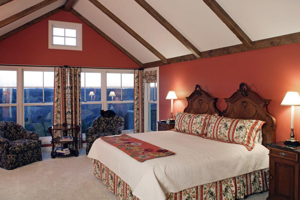 Vaulted-Bedroom-Acreage.jpg