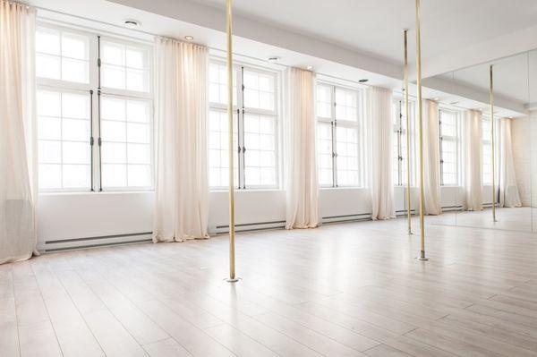 milan pole dance studio.jpg