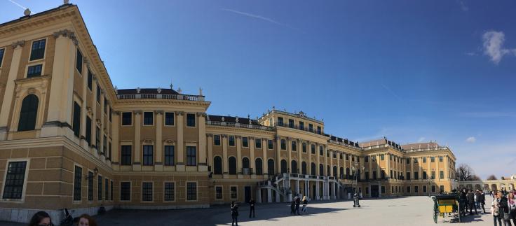 schonbrunn-palace-pano.jpg