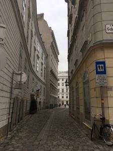 vienna-street-view-2.jpg
