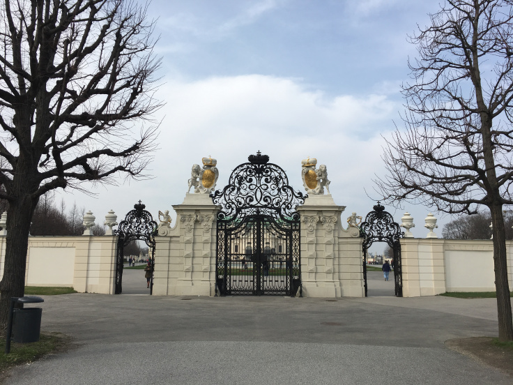 belvedere-palace-gate.jpg