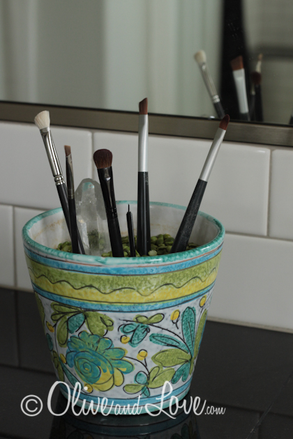 make-up brush storage display