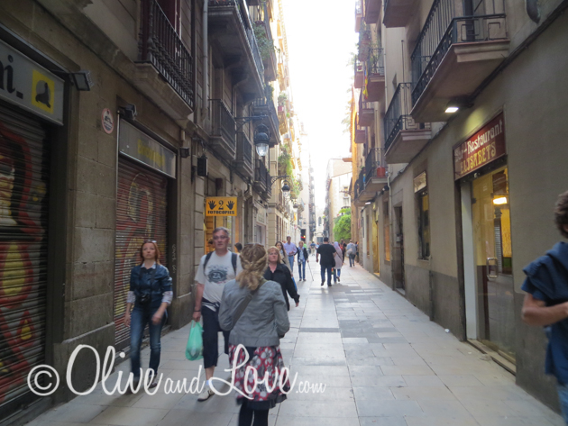 alley barcelona shopping girls trip to europe