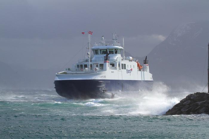 Edøyfjord i liten storm.jpg