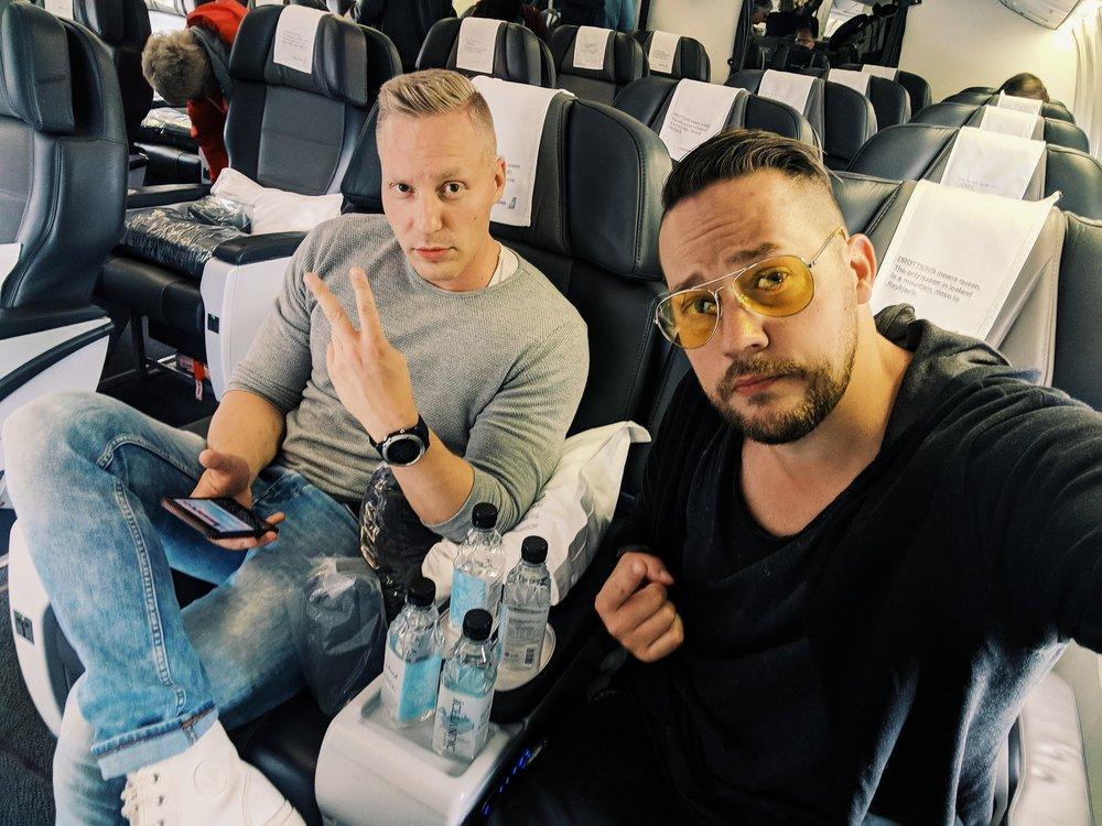 Matkustimme veljeni kanssa mukavasti Icelandairin koneella.