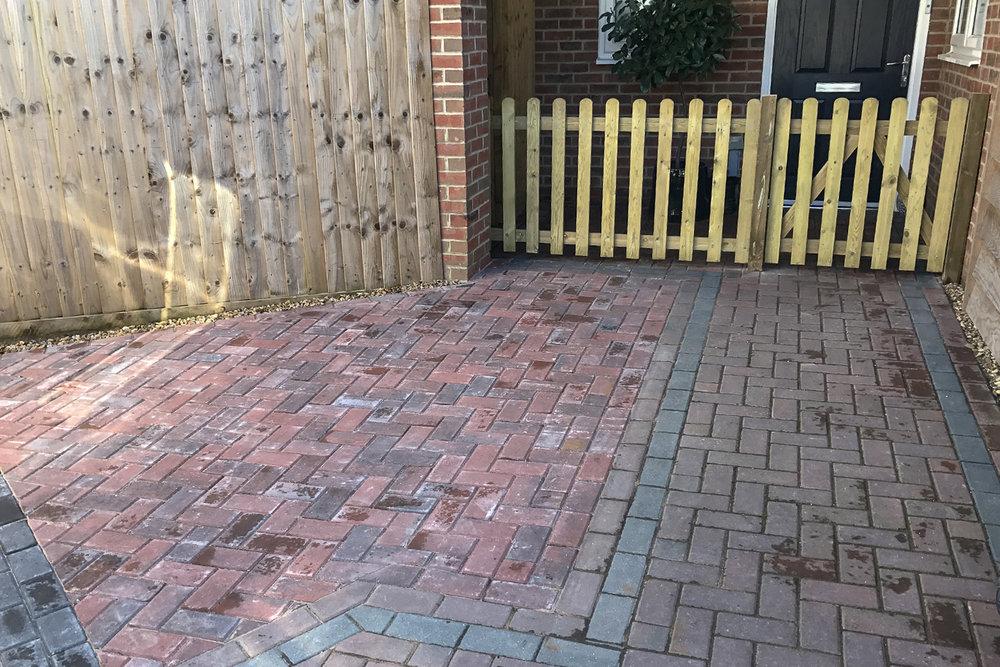 Brick-fence-gate-001.jpg