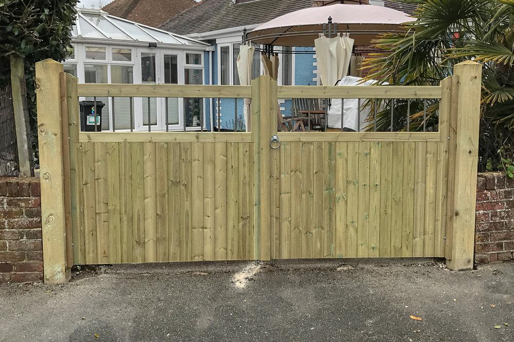Gate-001.jpg