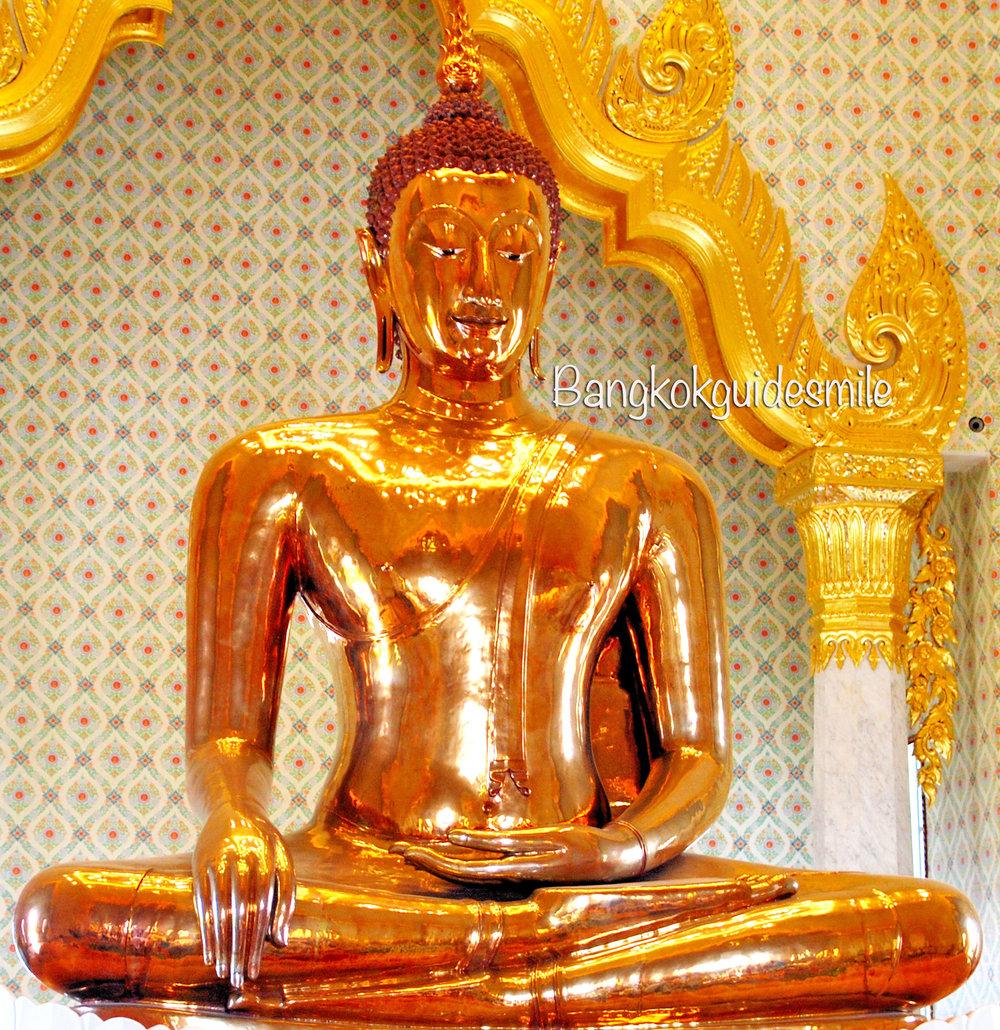 bangkoktourguide-goldenbuddha-wattraimit-01.jpg