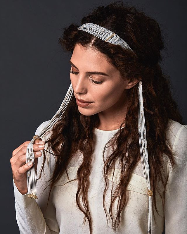 """Looking closer: """"Voglio la Luna"""" can be a haute jewellery touch for your wedding outfit. Treesure is made with the only 100% Made in Italy silk: say yes with Treesure on www.treesure.com  #Treesure #Treesurejewels #ItalianSilk #ItalianExcellence #ManufattoCulturale #Jewelry #highjewelry #jewellery"""