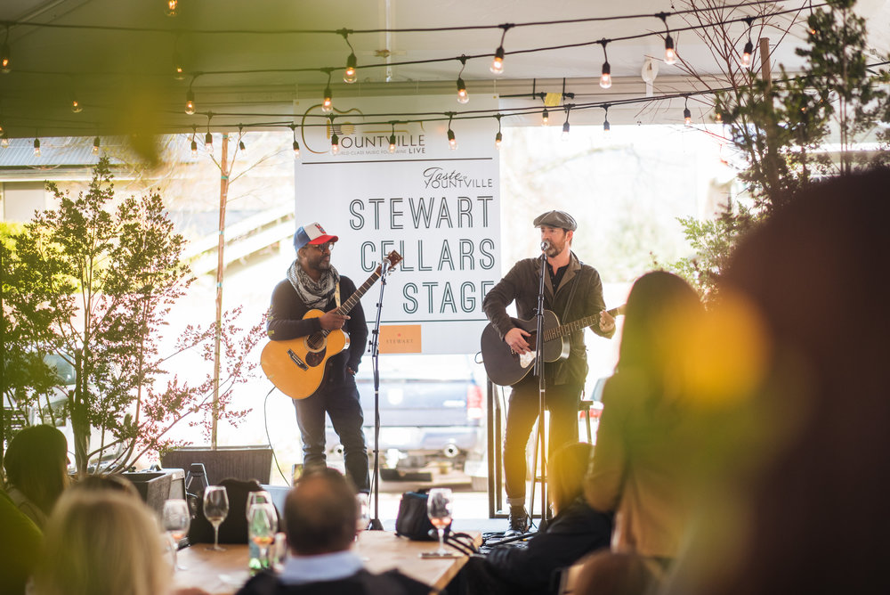 Pictured : David Ryan Harris and Emerson Hart at Yountville Live 2018 in the NOYO Pavilion at Stewart Cellars.