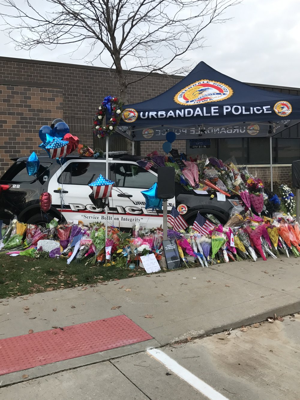 Urbandale-police-department-flowers-tribute-tragedy-officer