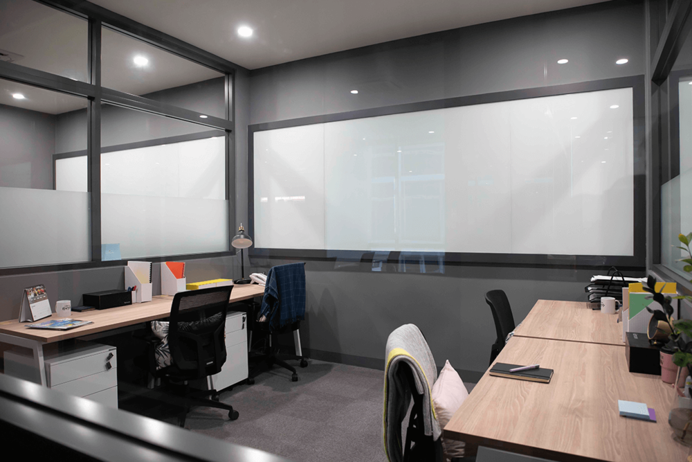 Komune-Co-Working-Space-Private-Office-4-Seating.png
