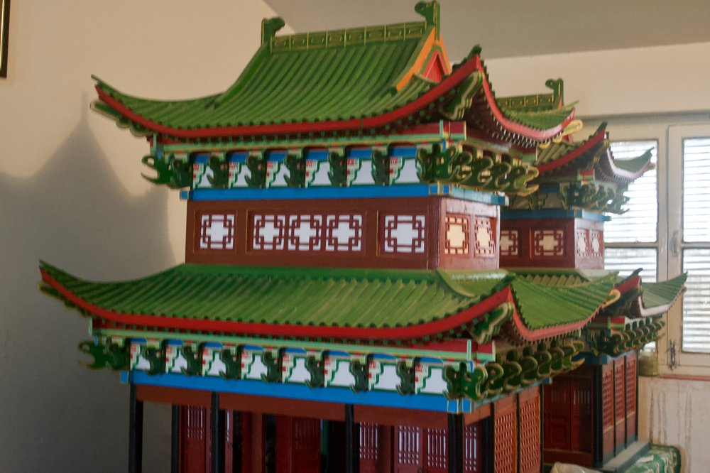 A model of the original Kaifeng synagogue, exhibiting Chinese temple architectural style on the exterior.  [Nicholas Zhang Archives]