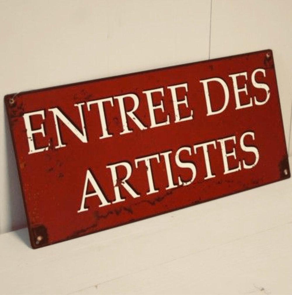 Artistes, bienvenue ! - Chers artistes, tous les mardis entre 11h et 13h, vous sont dédiés, alors n'hésitez pas à venir nous montrer vos œuvres, vous serez accueillis chaleureusement.Seul credo, la fibre doit faire partie de votre travail.A bientôt.