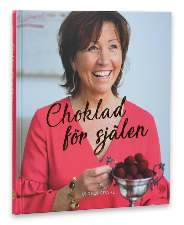min bok & Om mig - Boken Choklad för själen är fylld av härligt goda recept på desserter, bakverk, tryfflar, fudge och andra godsaker som alla innehåller choklad. Recepten är enkelt att lyckas med hemma i det egna köket och du kommer att älska dessa frestande och onödigt goda bakverk och munsbitar.Här kan du också läsa mer om mig Ulrica Grahl, mina idéer, tankar och mitt liv med choklad