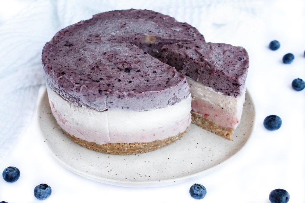 """PALEO VEGAN TRIPLE LAYER BANANA """"ICE CREAM"""" CAKE"""