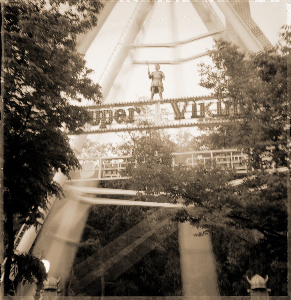 Wonderland : wl 001   pigment print, framed  28 x 29cm, 2003