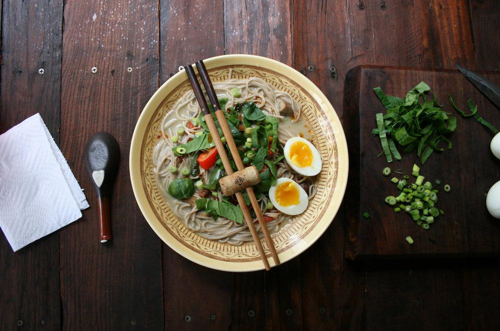 Chopsticks_ramen-bowl.jpg
