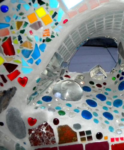URBAN WILDERNESS SEATWALL | 2010 - Mosaics for Courtyard Seat wall at Broadway CrossingPartner: Capitol Hill HousingTeaching Artist: Karen Stocker.