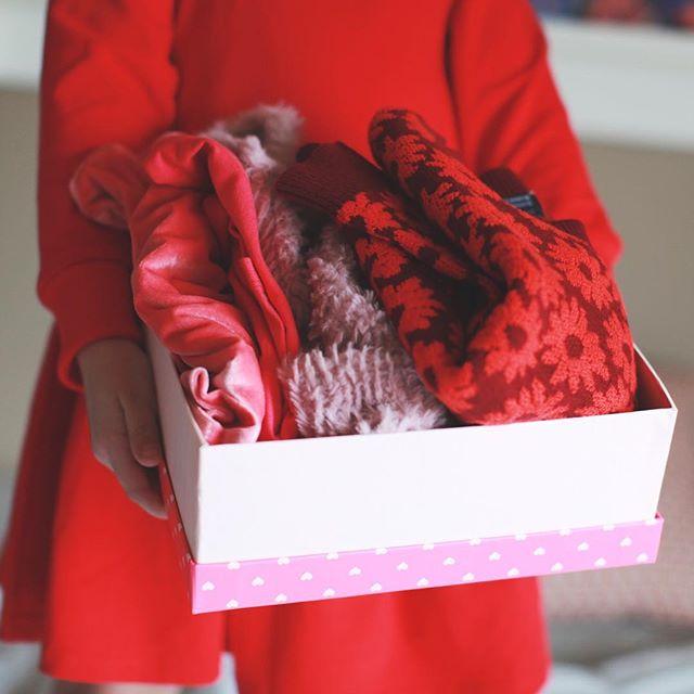 Charlie got her first @macandmia box of 2019 ❤️ go check out our story to see watch her unbox it and try it all on 😍 . . . . . . #momlife #mommylife #macmiastyle #macandmiastylist #stylediaries #ootd #thatsdarling #letthembelittle #motherhoodunplugged #childhoodunplugged #momtogs #momswithcameras #kidswithstyle #candidchildhood #lovelysquares #uniteinmotherhood #motherhood #styleblogger #babystyle #mompreneurs #girlboss #entrepeneurlife