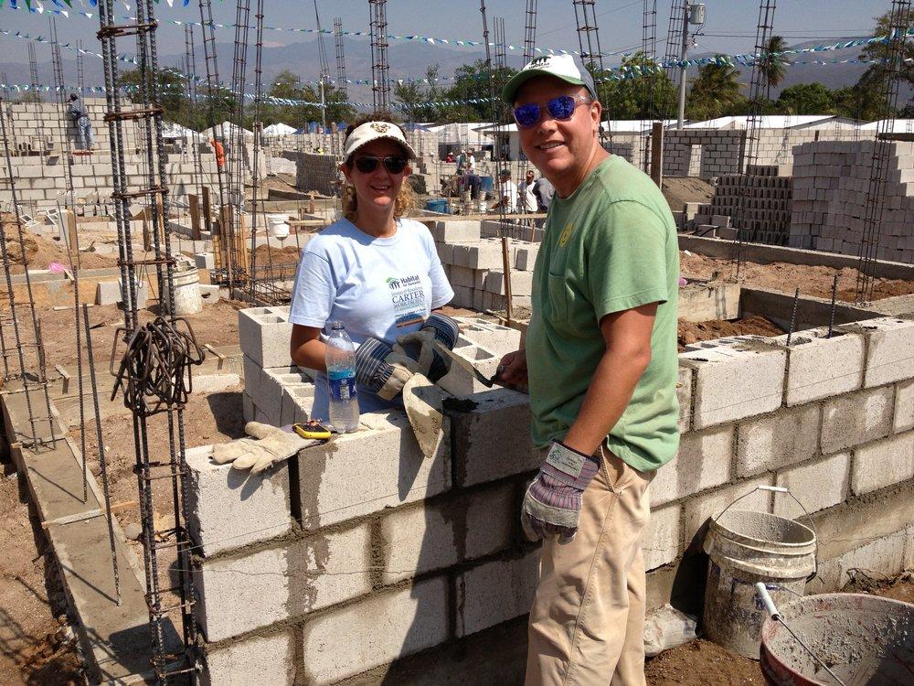 Construyendo casas Habitat en Zacapa.