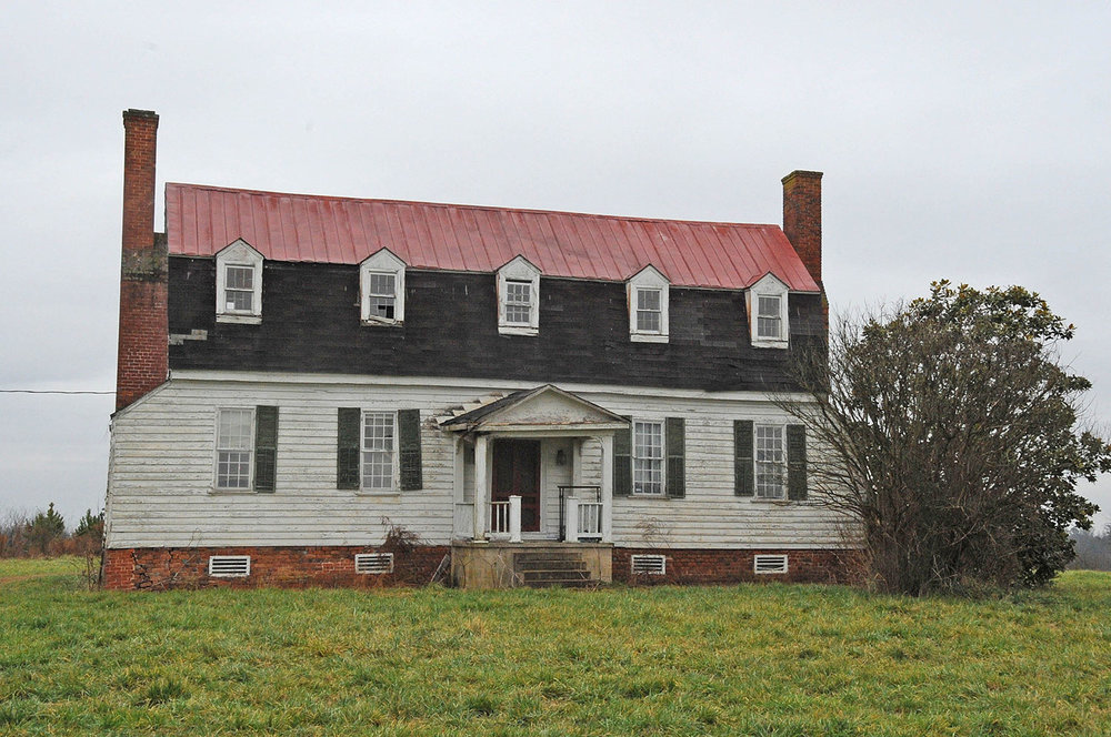 The Hunting Quarter plantation house in Sussex County, VA. Image by Jerrye & Roy Klotz, M.D., via  Wikipedia