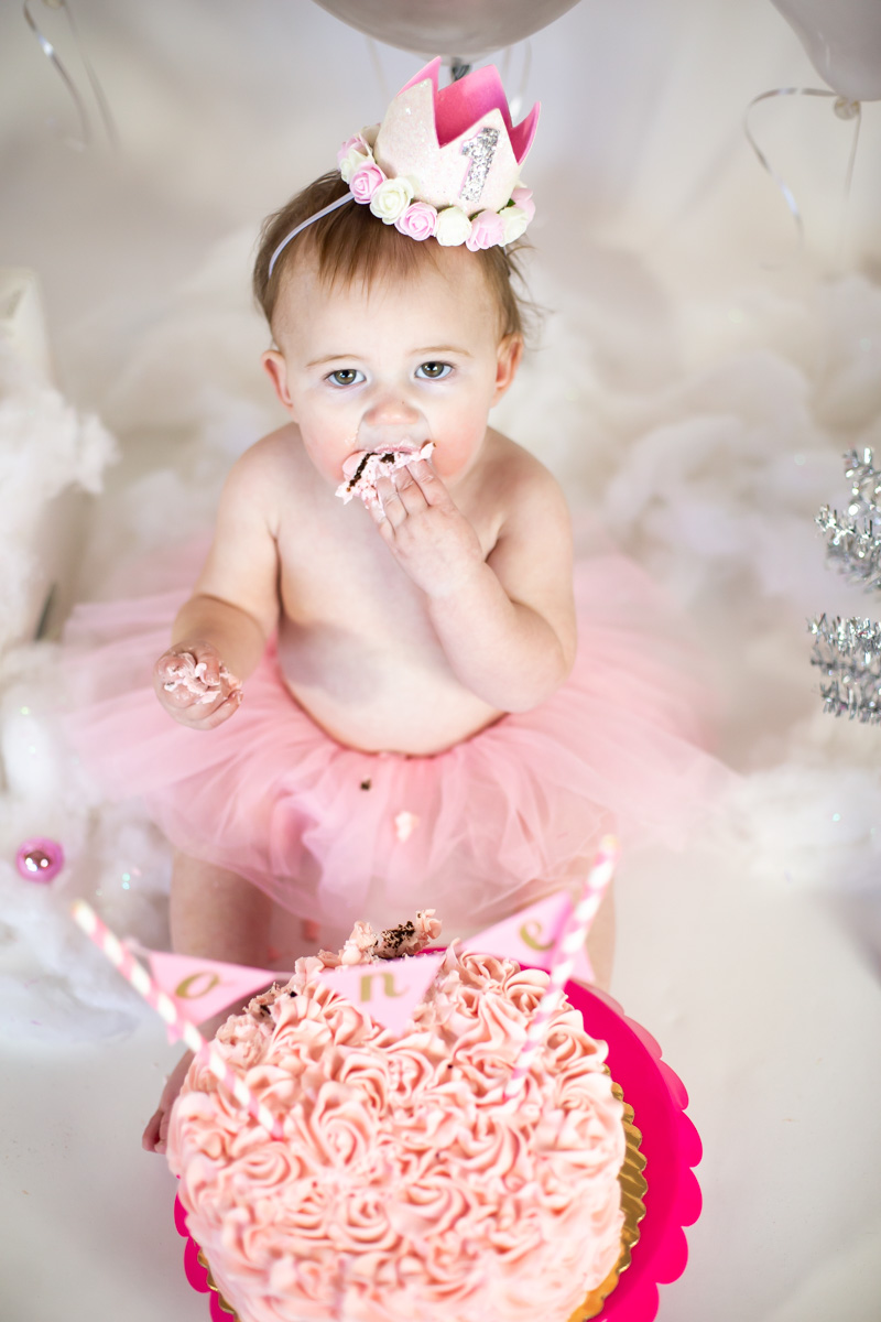cake smash session - $275 - The cake smash session is a great way for you little one to celebrate their first birthday!-45 Minute PhotoshootIncludes Cake + Basic DecorAll High Resolution ImagesOnline Gallery with Digital DownloadsVIEW CAKE SMASH GALLERY