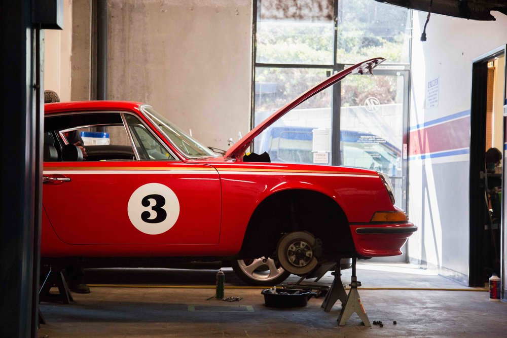 Master Technicians and years of experience - Makellos Classics has proudly served Escondido, CA and the greater San Diego area for Porsche servicing and restoration for years. If you need help with your Porsche, we'd love to serve your needs.