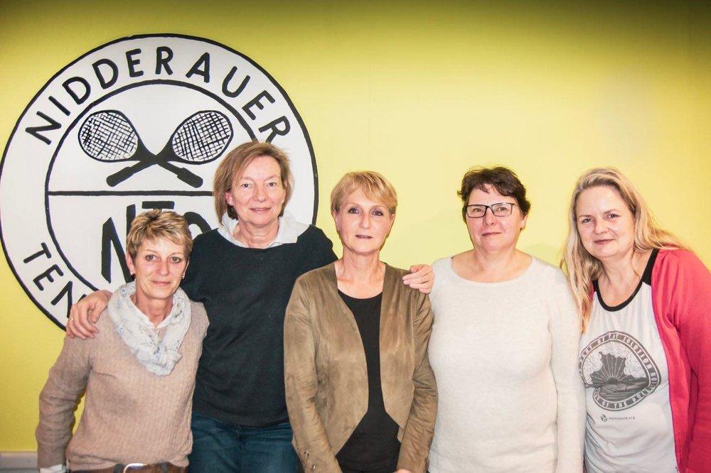 Die Organisatorinnen des Social Runs v. l.: Kirsten Lüttich, Dr. med. Susanne Beyer, Heide Franke, Christel Beck, Anke Gaußmann