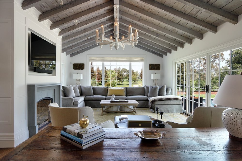 golf_house_dining_room_beach_beams.jpg