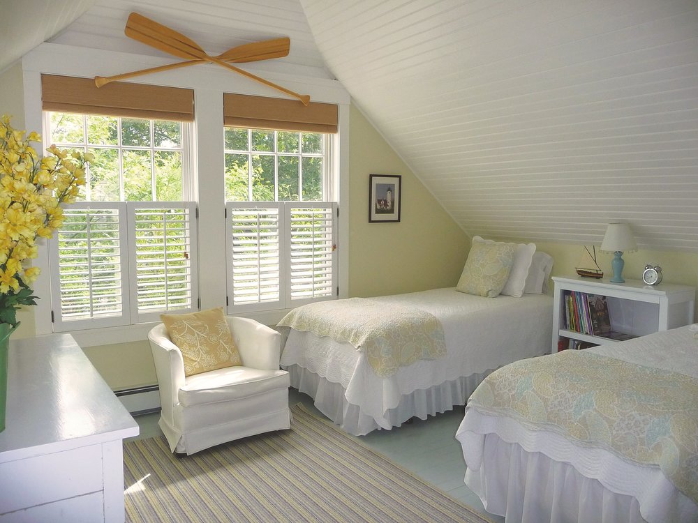Boathouse_Bedroom_Beadboard_Ceiling_Oars.jpg