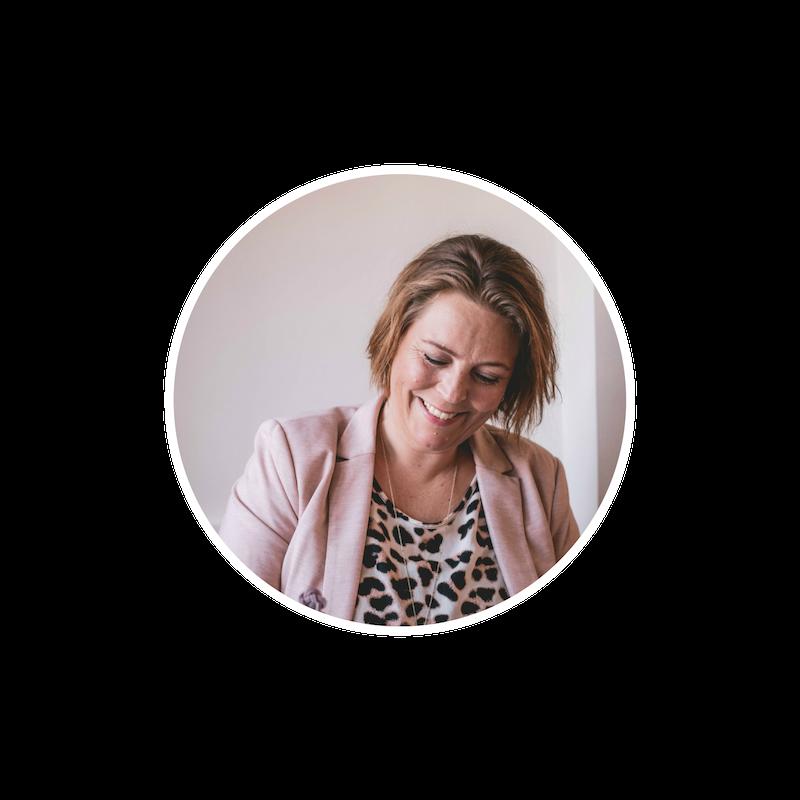 Hvem er jeg? - Jeg hedder Anja og har arbejdet med mobil video i over 2 år og endnu længere med de sociale medier.Jeg elsker at være på Instagram, som er mit primære sociale medie og øser gerne ud af min viden, så du får mest muligt input til din virksomhedsprofil.