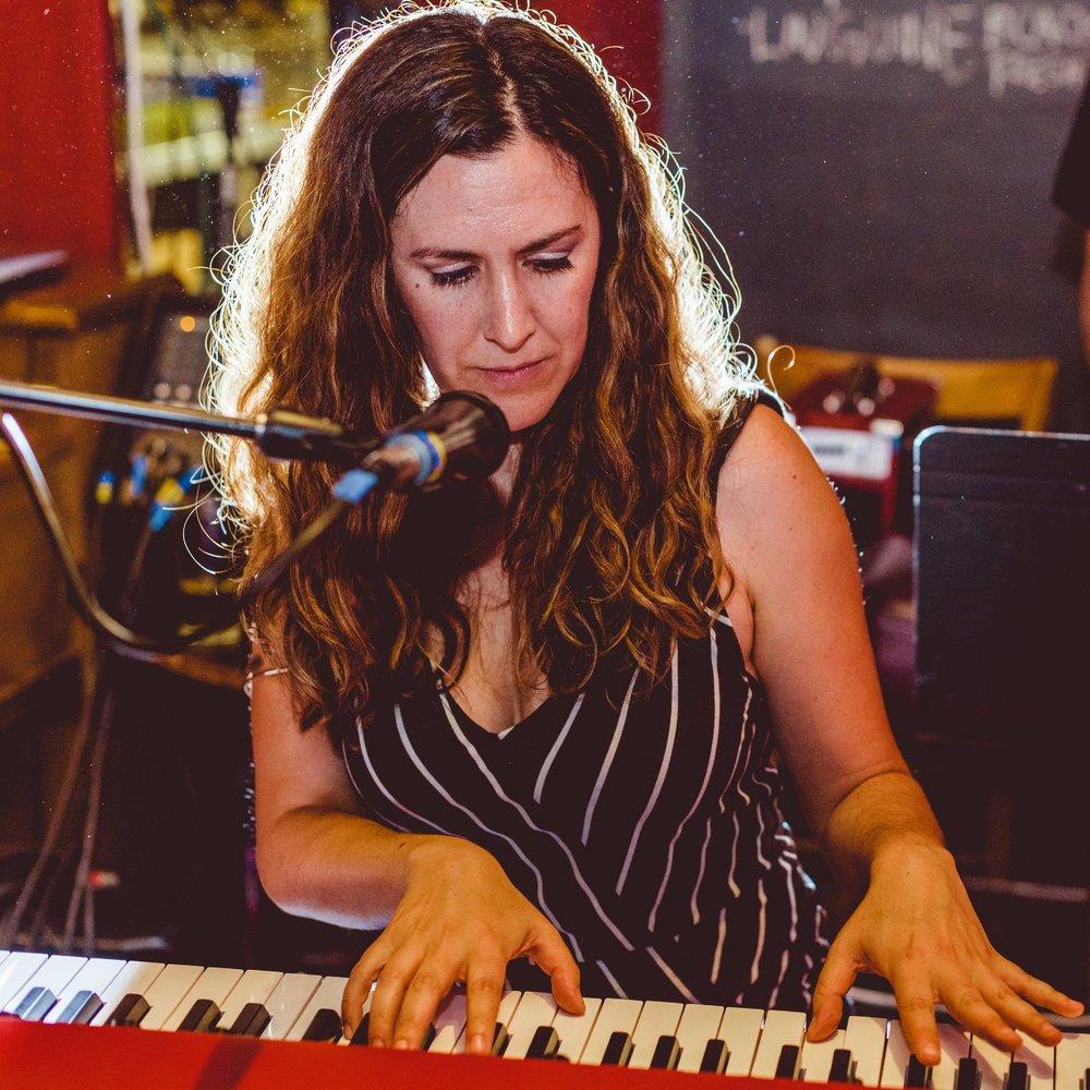 Vocals, Keys /Kyra Gordon