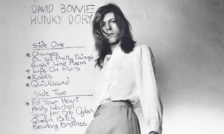 David Bowie posing for Hunky Dory