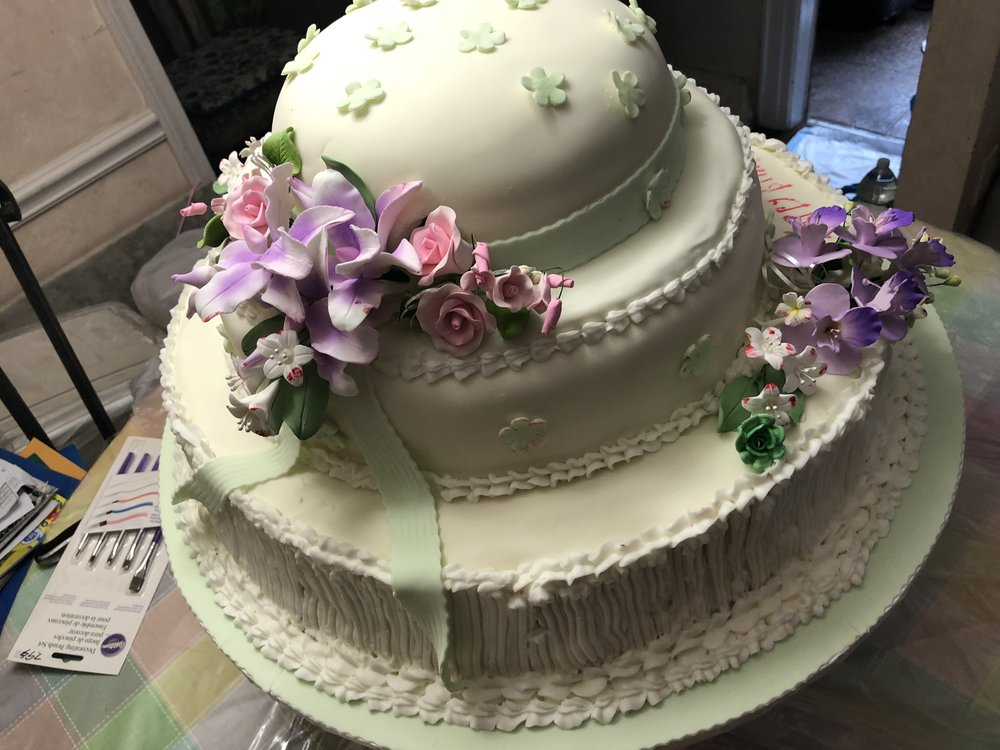 CUSTOM CAKES - All of our cakes are made to order and match your exact specifications. We use the best ingredients and our service is second to none.